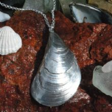 Mussel shell pendant P108